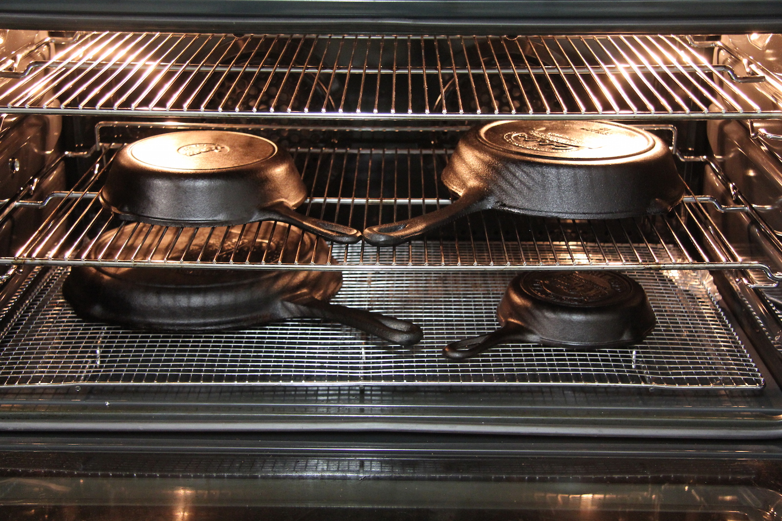 how to season cast iron pans and skillets