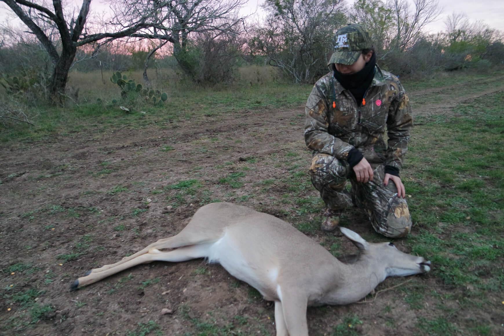 white tail doe hunting